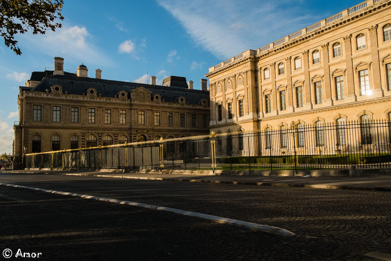 Couchant quai du Louvre