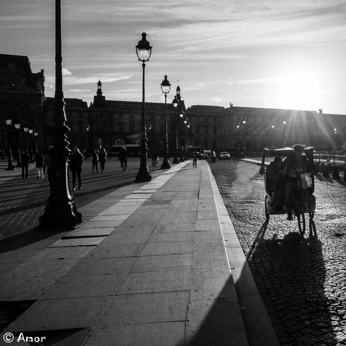 Le soleil meurt derrière le Louvre
