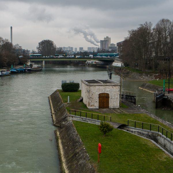 Paris au loin